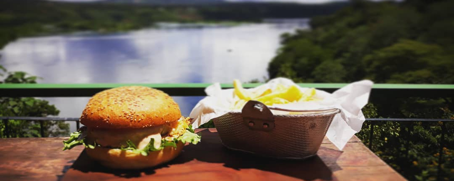 Burger & chips overlooking the Nile